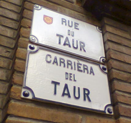 Occitan_and_French_language_signs_in_Toulouse