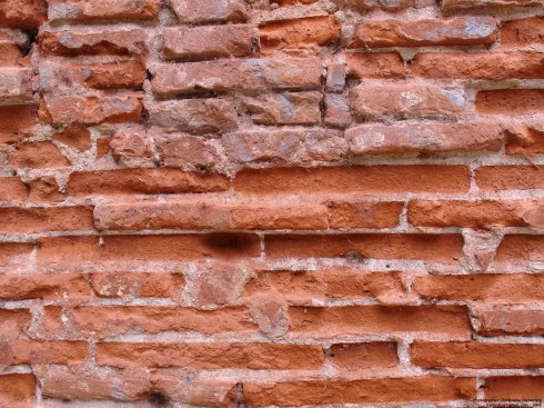 Toulouse Old_brick_wall