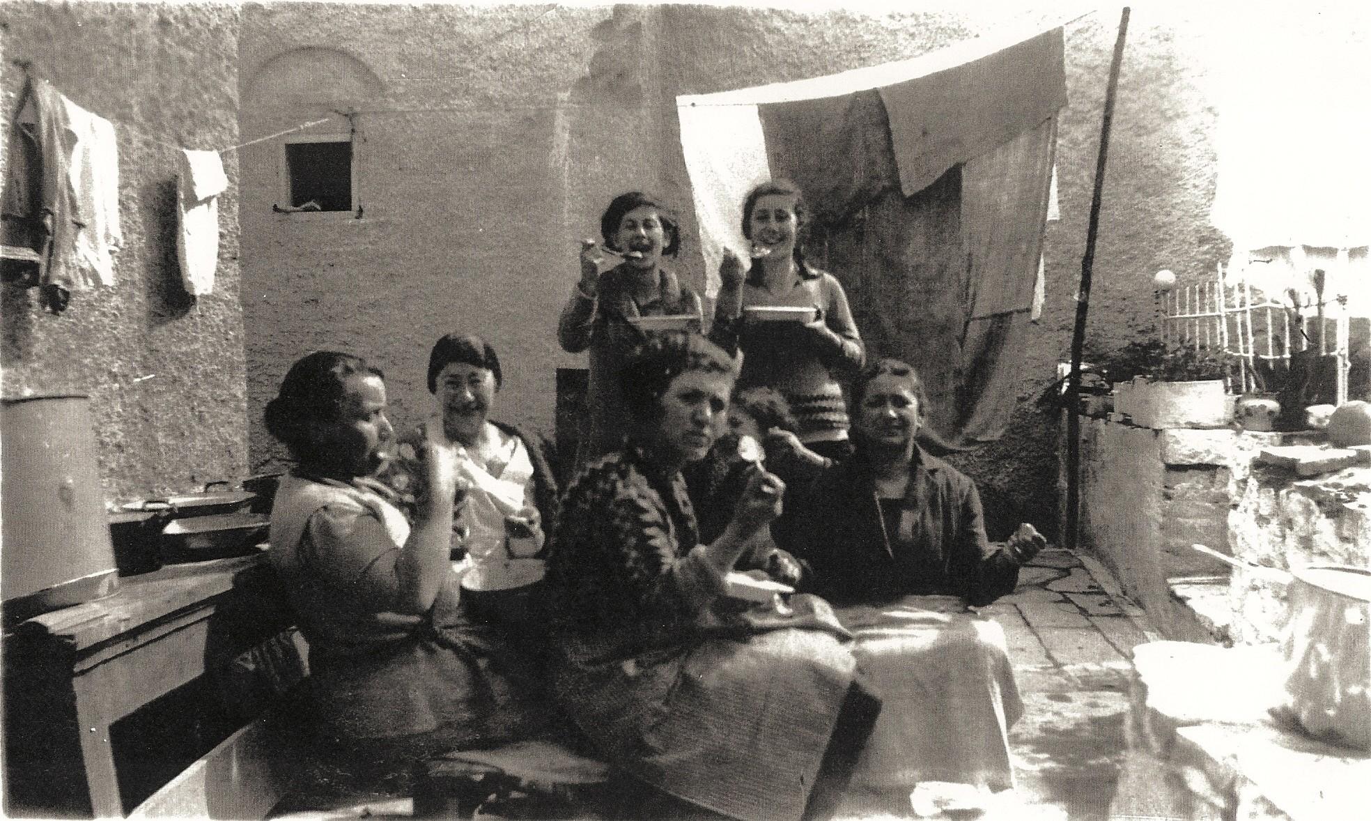 Passover in Ioannina Bechoropoulos & Attas Family 1933