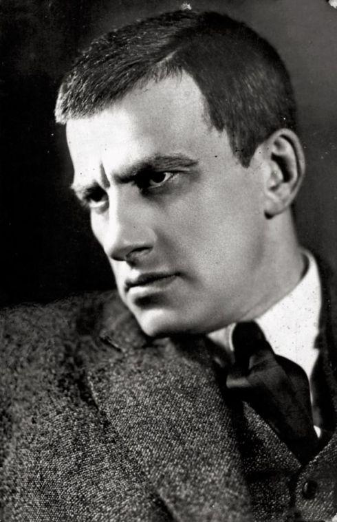 vladimir-mayakovsky-1924-rodchenko-1372290543_b.jpg