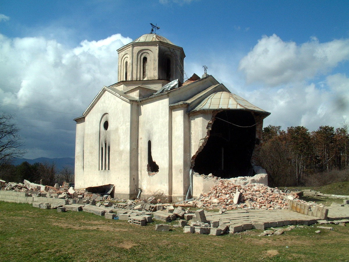 St._Andrew_Church,_destroyed_by_Albanians_during_the_pogrom_of_Serbs_from_Kosovo_in_March_2004